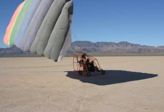 Powered parachutes offer true freedom of flight in an affordable machine that can be kept in a garage.